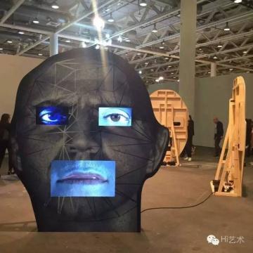 看来千里迢迢来到Art Basel的确实都是忠实的艺术信徒,因为我没有看到一个人面带惊诧或者厌恶。(Tony Oursler作品)