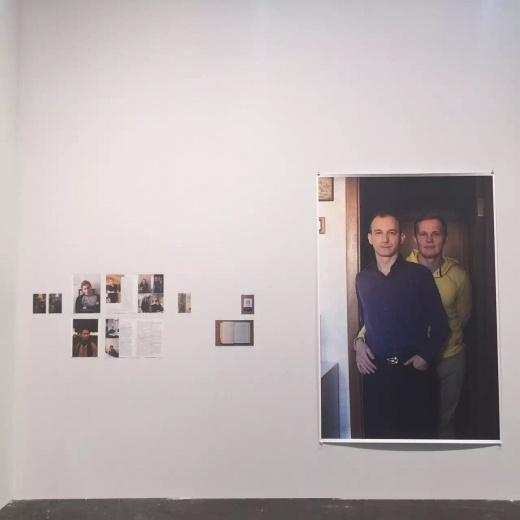 Wolfgang Tillmans好像是唯一获过特纳奖的摄影师,而且作品多不装框,直接用胶带贴在墙上,这种挂装方式在当时特别屌,但今天来看,感觉有点过于文艺了。