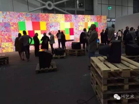巴塞尔艺博会热身单元,unlimited开幕,人山人海,香槟随便喝的节奏+双年展的实验氛围,很好玩,可以开脑洞,虽然这都是大画廊们装出来。