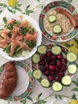 一起做早餐,大吃一顿,备战巴塞尔第一天开幕。