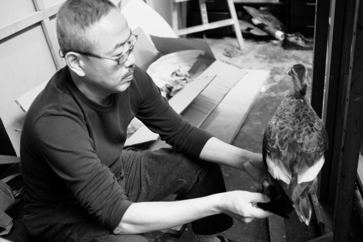 儿子木川也是王玉平的御用摄影师,曾经整整跟拍了一个学期,这张图就是在学校给学生上课时拍的