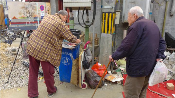 画雍和宫的时候实在找不到架颜料的地方,就暂时借用了垃圾桶