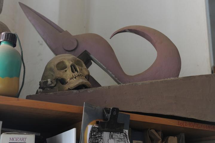 柜子顶上的大剪刀