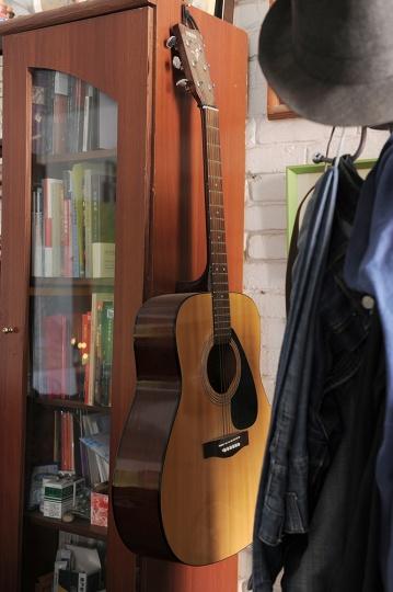 工作室里的吉他