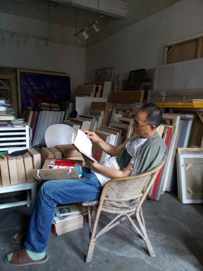 """毛旭辉也非常喜欢阅读,他说:""""我早就知道我买的书时候已经看不完了,但只要我了解到一些喜欢的书,或一些喜欢作者的作品,我还是会持续的买,甚至重复的买"""""""