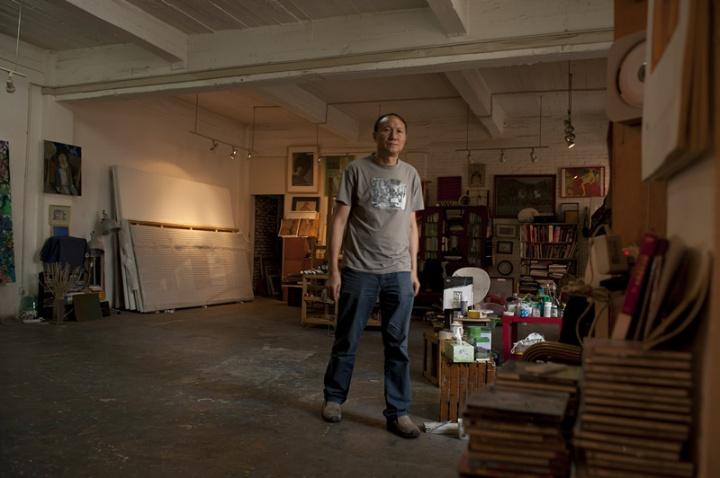 毛旭辉在他的工作室中 ,这组照片由毛旭辉提供,可以看见工作室和我们上面所拍摄的照片有一些区别, 这些都是时间的流逝与变化
