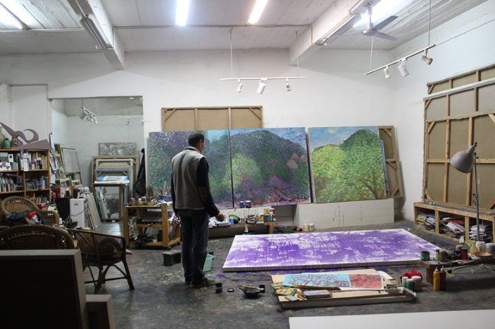 两侧的墙上还有其他作品,这张照片从布局陈设和如今的几乎相同