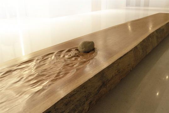 沈烈毅 《静水流石》木、石1000×160×40cm 2013