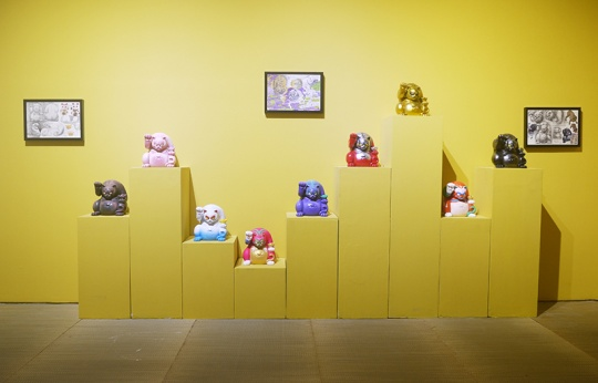 """展览现场的雕塑""""招财虎"""""""