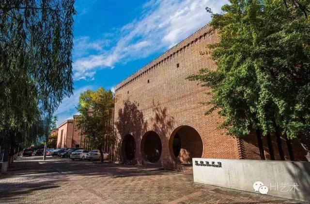 位于北京东北部一号地国际艺术区的红砖美术馆