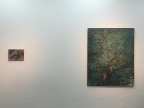 左:王亚彬 《遇仙石》 30X40cm布面油画 2015;  右:王亚彬《落苔溪》 162x130cm布面油画 2016