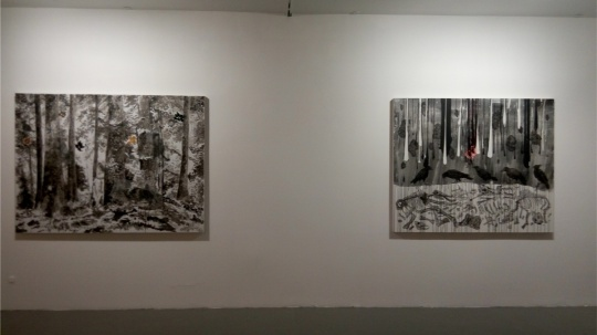 地下一层展厅董鹤作品《最后一天》(右一)