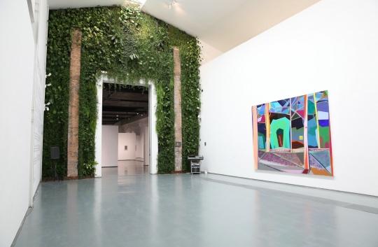 展览邀请三十位年轻艺术家参展