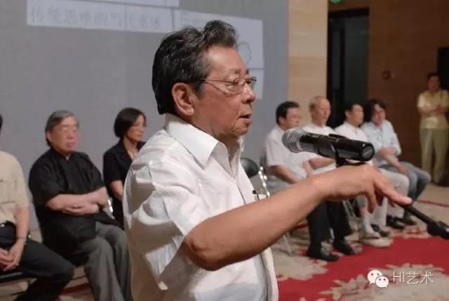 """2009年朱乃正在""""悟象化境:传统思维的当代重述""""会议筹备中及展开幕式发言"""