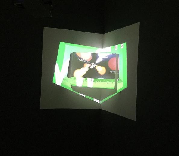 刘野夫 b. 1986  常驻北京 刘野夫常使用动态图像来进行录像装置的创作。他将自己的创作方法描述为以提取抽象及异常的主题为目的,获取并曲解材料中的信息从而使它们为自己所用,向他所引导的方向前进。——凯伦·史密斯