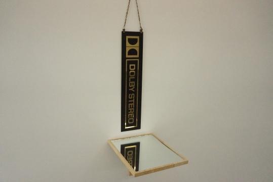 《双双声》 51×26×33cm 标识牌 镜子 2011