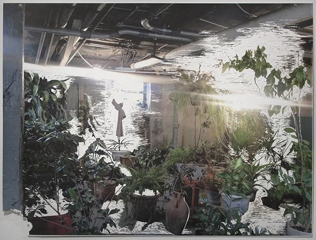Vanguard画廊 童义欣 《地下室》 76×99cm 纸板喷墨打印雕刻,索环 2015 参展作品价格为2万-16万不等
