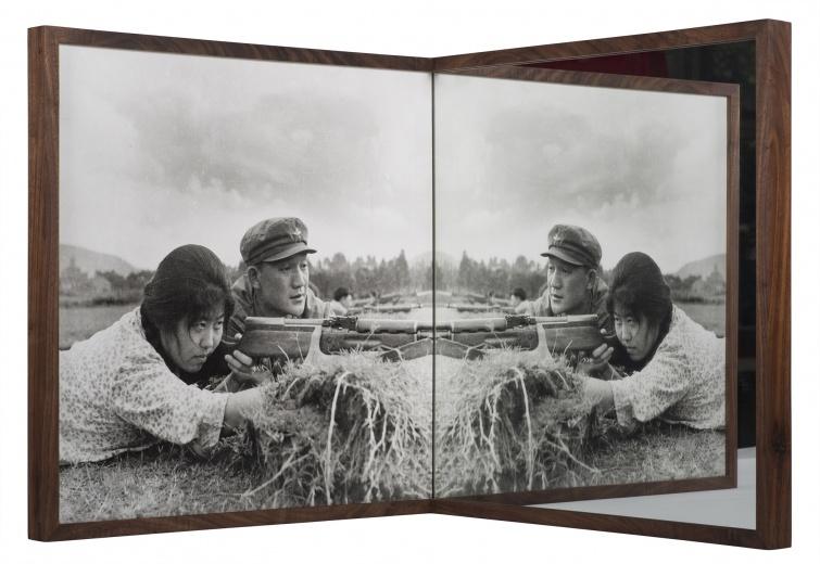 刺点画廊 蔡东东 《射击练习》 100×100×100cm(版本3)/ 53×53×53cm(版本6) 银盐照片、镜子 2015