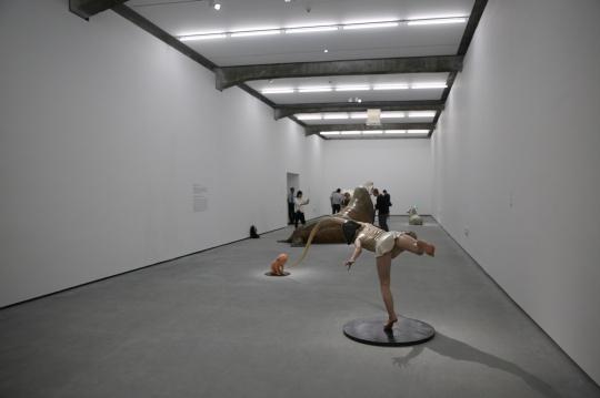 展览布置的节奏非常巧妙,作品之间的距离也非常合适