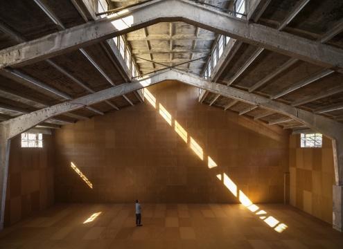 展览现场的装置作品《厚度》