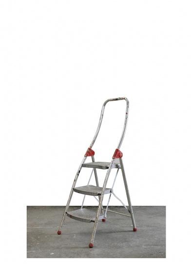 这个金属梯子已经在工作室用了10年左右,画大画的时候我会站在梯子上