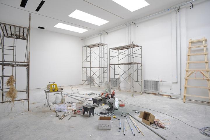 虽然还有很多脚手架,但工作室装修的总体工作已经完成,应该很快就可以入驻