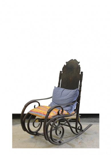 摇椅用了很多年,时间我都忘记了,当初在一个古董店买的