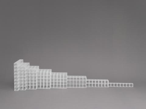 《横向发展6号》46.7 cm x 207 cm x 46.7 cm铝合金喷白漆 1991