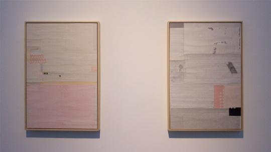 左:梁铨 《那些年想住在桃花河边》 90×60cm 纸本拼贴 2010;  右:梁铨 《早春》 90×60cm 纸本拼贴 2014
