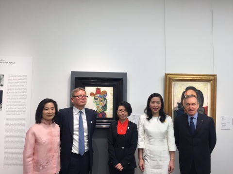 从左至右:佳士得亚洲区总裁魏蔚女士、佳士得全球总裁彭凯南先生、佳士得印象派及现代艺术副总裁、区域总监谭波女士、佳士得中国区主席蔡金青女士、佳士得亚太区主席高逸龙先生