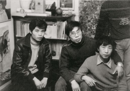 左起:赵刚、马可鲁、朱金石在张伟家