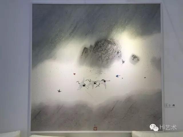 """深圳本土画廊艺术云的艺术发展副总监游优表示:""""此次我们的藏家主要是珠三角地区的,水墨作品受到的关注度比较多。位于VIP室的最贵的一幅林于思的作品也有客人有意向,目前正在谈。""""图为林于思的《蓬莱》,标价45万元"""
