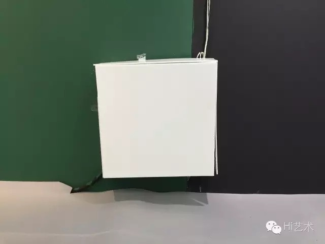 裸露在墙体外的电箱