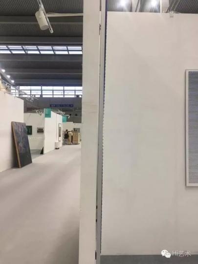 """厚度不及""""艺术北京""""1/2的展墙"""