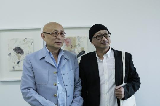 策展人俞可(左)冯博一(右)