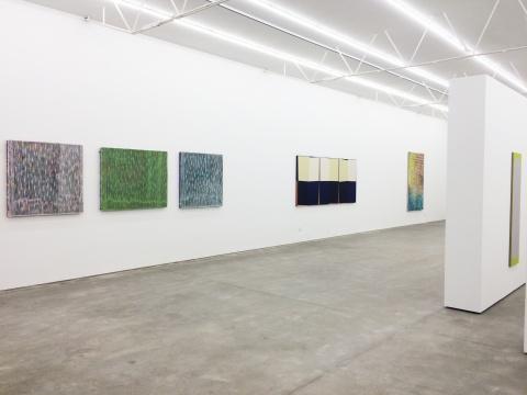 """每位艺术家的作品都在两件以上,这也是另一种""""复数"""""""