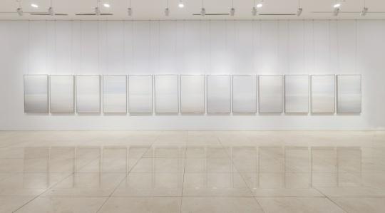 韩国艺术家 KimYisu《Inframince-Lanscape》131x81cm每个丙烯 透明胶带 亚克力板 2016