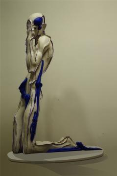王立伟 《蓝色骨头》 牛皮•综合材料 136x120x60cm 2016