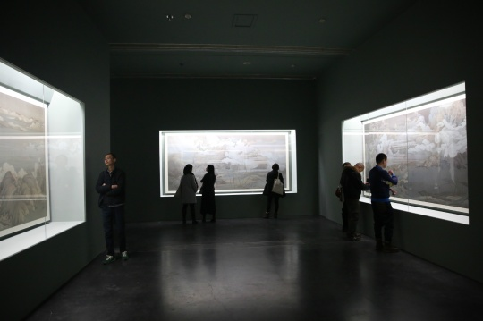 展览现场每间房子都有四件作品