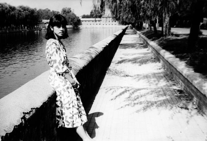 1987喻红在护城河边