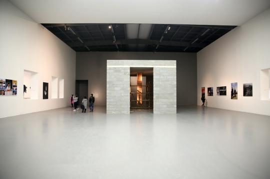 展览被分为四个空间呈现