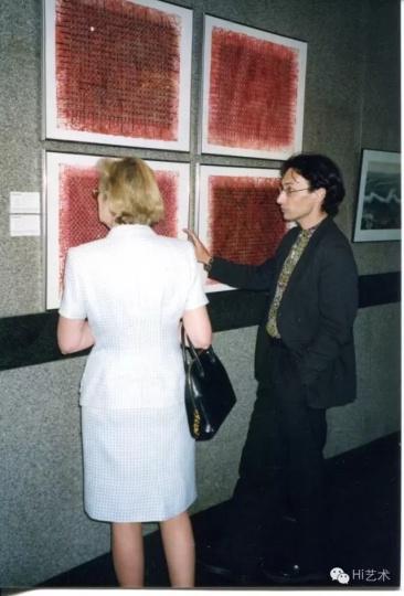 展览是最重要的,它把画廊艺术家收藏家联系在一起