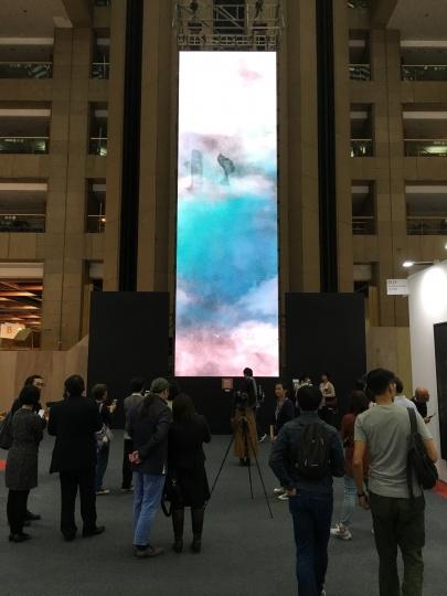 艺术家林俊廷的互动装置艺术《造象》,以QRCODE扫描,可让观众从中国字符的书写创建出完整的诗词之境。