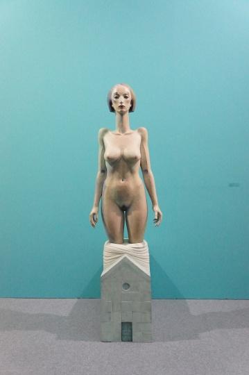 台湾也趣画廊带来的日本著名在世艺术家舟越桂的木雕作品