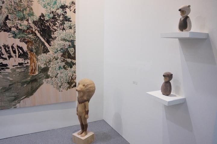 也趣画廊的日本年轻艺术家雕塑作品也在40万台币的价格上出售