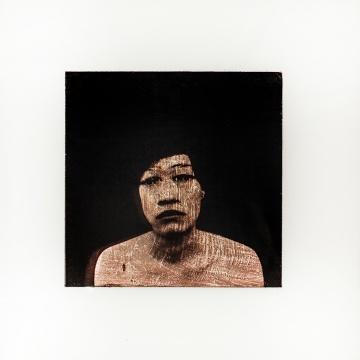 《石头上的肖像 1》 2012,胶片,综合材料,15×15 cm