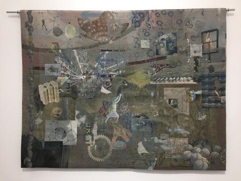 童义欣 《侵略性项目 青蛙》 163×218×6cm 提花挂毯、金属管、钢环螺栓 2016