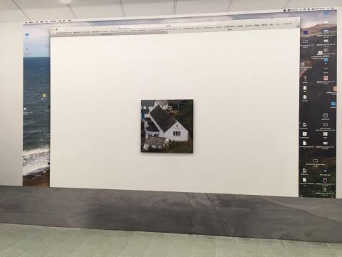 """正对展览入口处,以一整面展墙的""""电脑桌面"""",呈现《耶稣》。    《耶稣》2015收藏级喷墨打印80 x 80 cm"""