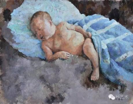 Lot 3920 王音 《熟睡的婴儿》 140×180cm 布面油画 2005  估价:55万-75万元    郑林:这张作品的画面构图和颜色都很美,也是王音早年绘画手段的完美表现。画面上没有多余的元素,看起来很协调。作品不大,预估价也合理,很接近市场价。但王音在拍场上的价格往往要超过市场价的一倍或两倍,如果这个价格能买到,我也愿意买。  林松:王音的作品中能看到很多对中国经典油画的回溯,具有很强的美术史性题材的借用,观者很难以给王音的画面限定标签。他在各种绘画理念中游走,脱离主流的独立感,呈现出艺术的丰富性和实验性。这件《熟睡的婴儿》非常经典,估价很低,拥有很美的意境和很强的独立性。