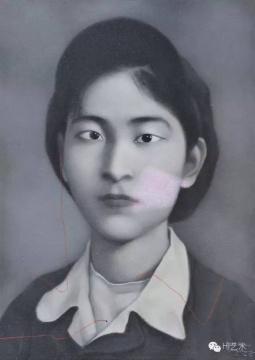 张晓刚 《大家庭:灰色背景的女孩》 70×50cm 布面油画 1995  成交价:276万元